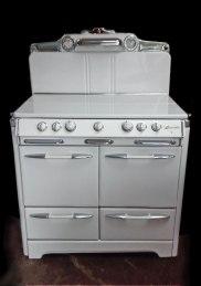 1950's Okeefe & Merritt 850 model, lid down