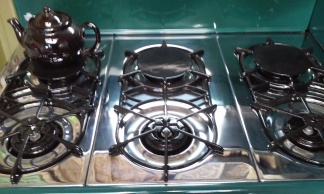 6 Burner Top Open Arrow Grates in Front Simmer Plates in back