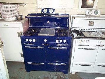 "1951 Custom Colbalt 40"" . Bakers Shelf ,""torpedo light"" Griddle, Adjustable Broiler on the left side"