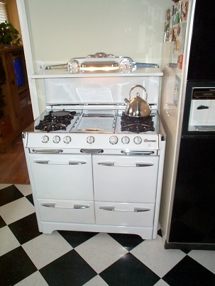 """39"""" Classic 600 series beautiful symmetry great cook-ability vanishing fold down shelf center Griddle left-side """" Grillavator"""" Clock light"""