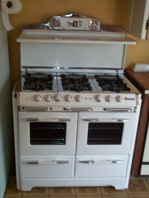 "1950s Classic "" Heirloom "" style 39"" 6 burner double oven double broiler with fold down shelf light auxiliary plugs and more"